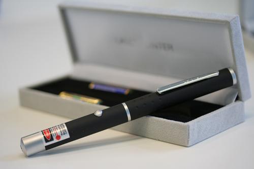 עט לייזר ירוק 200mw באריזת מתנה