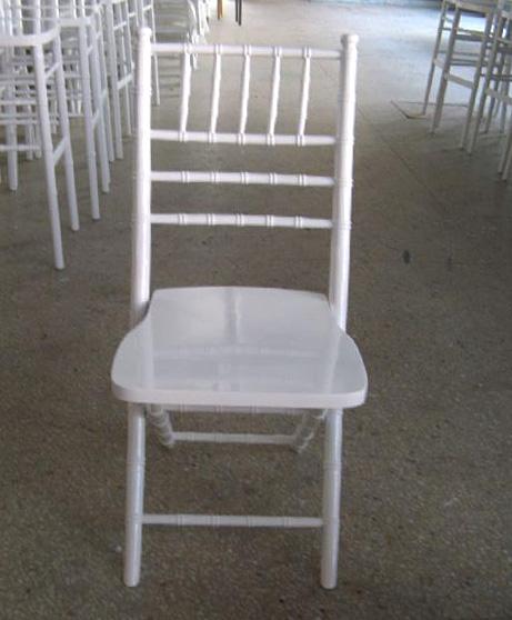 כסא צ'יברי לבן מתקפל