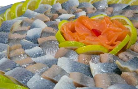 מגש דגים כבושים