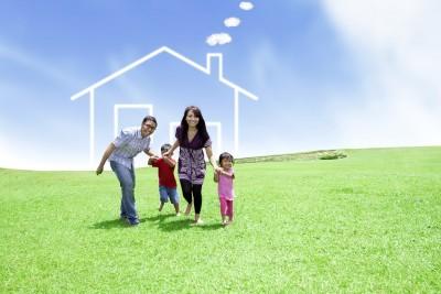 תמונה שמדברת על משכנתא, משפחה וברקע בית מצויר