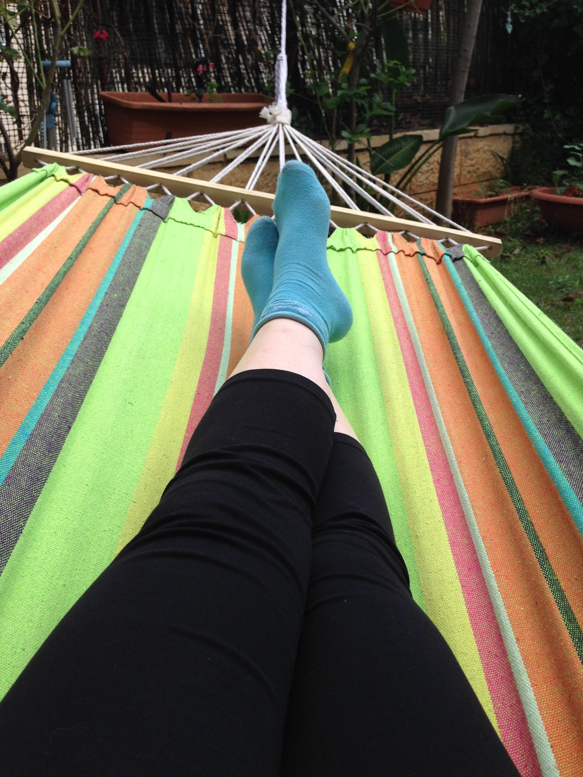 עייפות כרונית - אישה נחה בערסל
