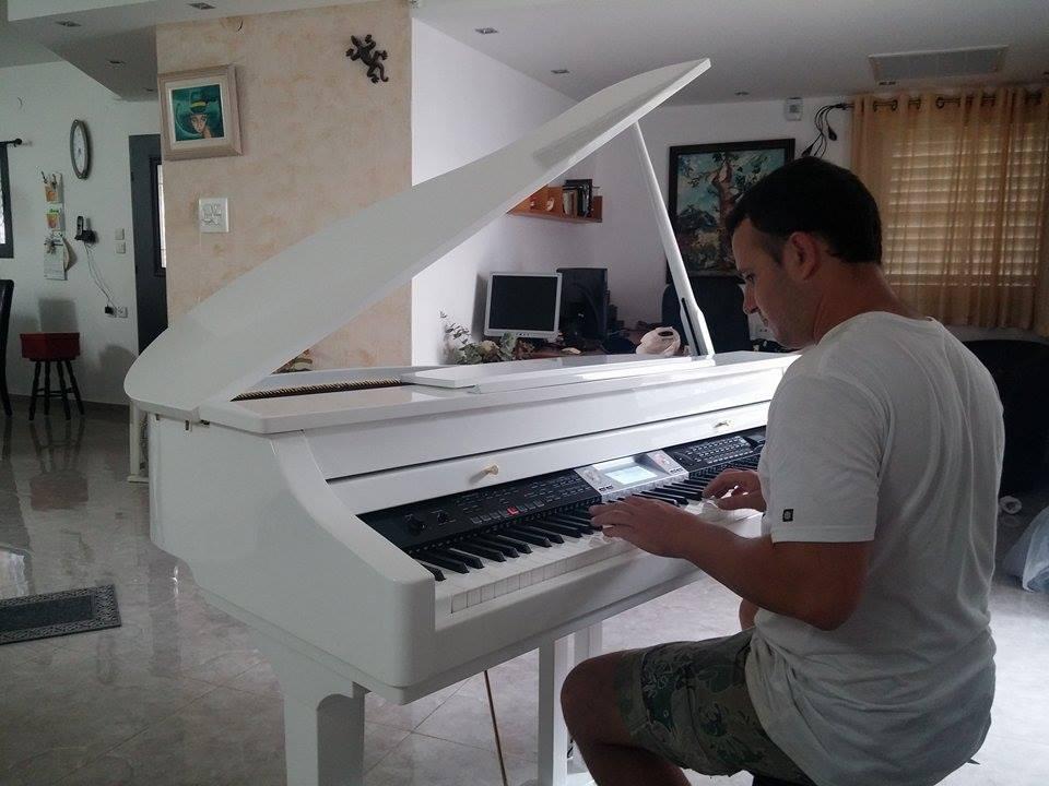 פסנתר להשכרה