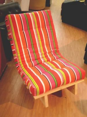 כסא נדנדה פס אדום