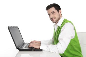 קופירייטינג מקצועי שעובד על המחשב