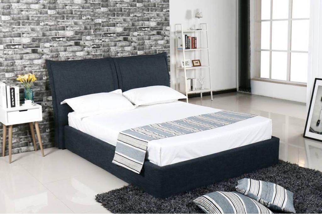 מיטה מרופדת אפור