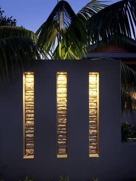 קיר בריקים מואר