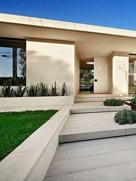 שביל כניסה עם יצקת בטון וחיפוי כולל מדרגות
