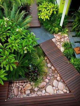 עיצוב בעץ אבן ומים