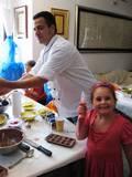 ילדים ושוקולד = אושר! שוקוהוליק מביאים את תענוגות השוקולד אליכם בסדנאות שוקולד לילדים מכל הגילאים, אצליכם בבית לשדרוג כל אירוע.  שוקולד, מתוק, וכיף - אין הצלחה גדולה יותר.