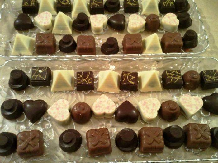 מגש שוקולד לאירועים - 100 פרלינים