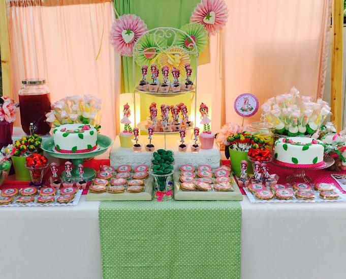שולחן בר מתוקים לבנות, שולחן מתוק תותית