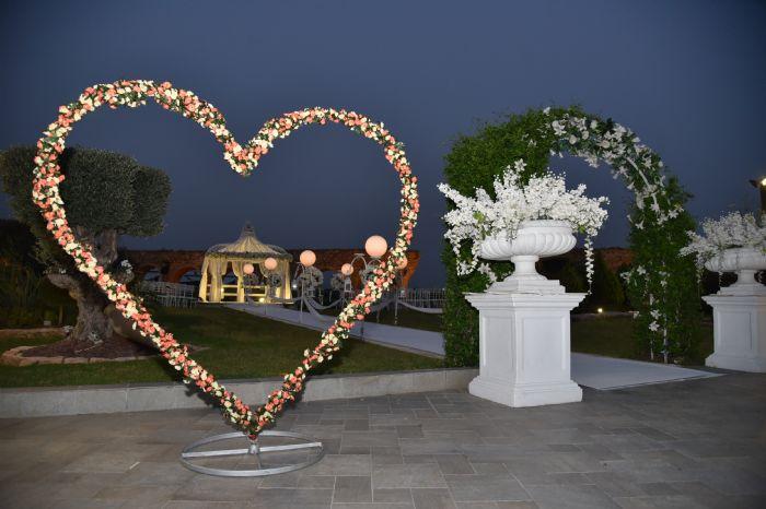 לב מעוצב בפרחים