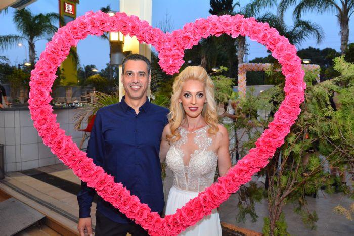 מסגרת תמונה לב פרחים לחתונה