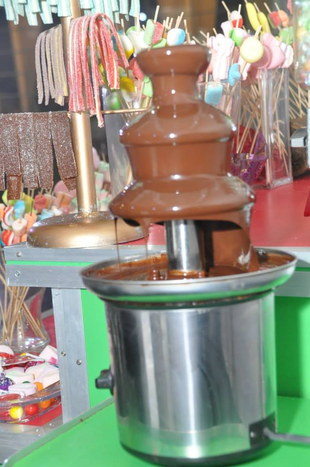 מפל שוקולד בר מתוקים