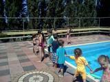 אימון מסביב לבריכה