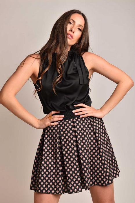 חצאית פרחים שחור