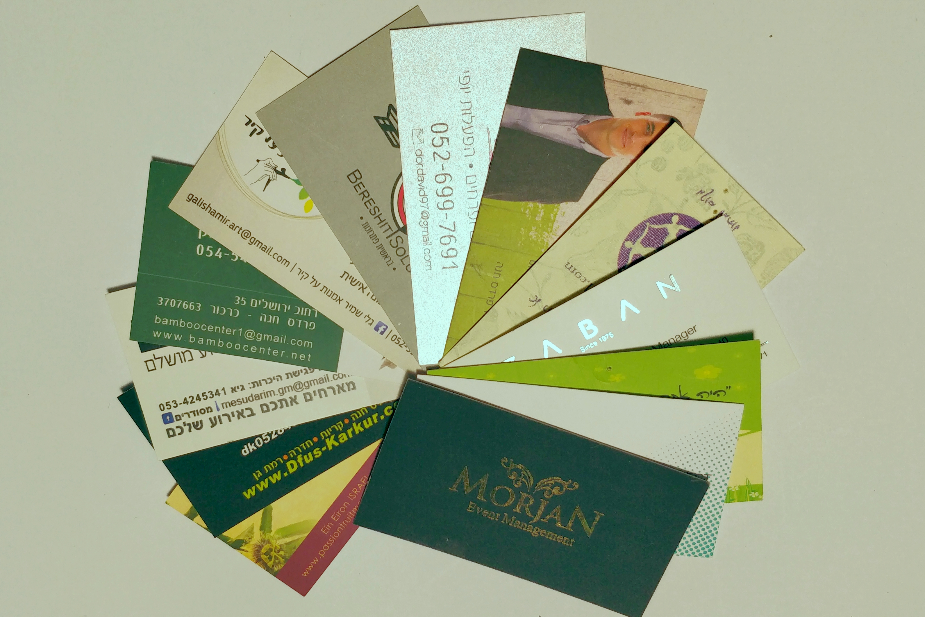 מגוון כרטיסי ביקור מודפסים
