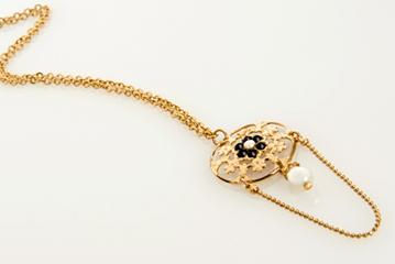 שרשרת זהב רומנטית עם פנינה תלוייה