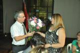 שלי טרטנר , אשת הנשיא היוצא מקבלת זר פרחים