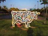 פסל הפרה הצבעונית