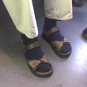 סנדלים וגרביים