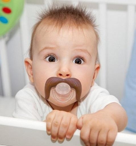 מוצץ מצחיק- תינוק עם שפם