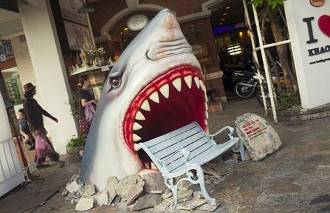 ספסל התקפת כריש