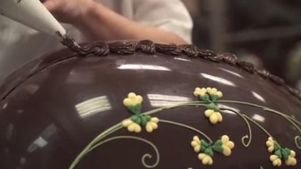 ביצת חג הפסחא ענקית