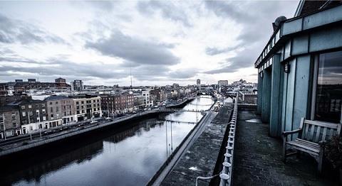 נוף מהפנטהאוז של מלון קלרנס של בונו U2
