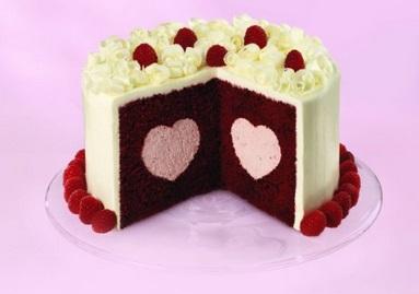 עוגה עם מילוי לב