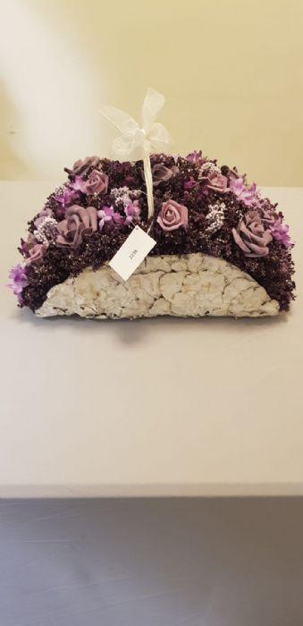 סל מניפה עם פרחים בסגול