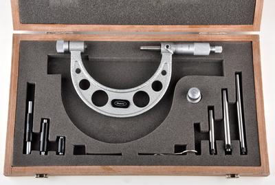 מיקומטר מכני עם סדנים מתחלפים תוצרת Metric