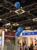 עיצוב ביתן עבור חברת לומיטרון בגני התערוכה עם בלונים של 1 מטר מודפסים