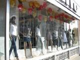 עיצוב חלון ראווה בבלונים