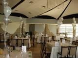 עיצוב מרכז שולחן - עיצוב מרכז שולחן בלון מוצץ משולב עם 4 בלונים מדורג בצבעים של כסף ולבן