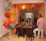 עיצוב בלונים ליום הולדת במסעדה בחדר ה- v.i.p