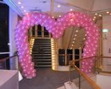 שער כניסה בצורת לב מבלונים - מתאים למקומות סגורים ופתוחים