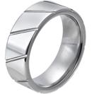 """טבעת טונגסטן לגבר מוברקת ומוחלקת עם חיתוכים אלכסוניים מוברקים 8 מ""""מ."""