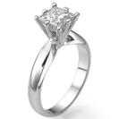 """טבעת אירוסין """"אילנה"""" סוליטר בעיצוב """"מרטיני"""" משובצת ביהלום בצורת פרינסס."""