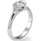 """טבעת אירוסין """"עפרי"""" ייחודית בשיבוץ לחץ אשר נותן מראה מרחף של היהלום."""