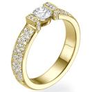 """טבעת אירוסין """"מיכל"""" בשיבוץ לחץ, המשובצת ביהלומים עד חצי הדרך."""