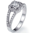 """טבעת אירוסין בעיצוב """"התלתן"""" משובצת ב 52 יהלומים במשקל של כ-0.33 קרט בצבע F וניקיון SI1."""