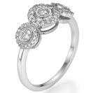 טבעת אירוסין שלושה יהלומים בסגנון מודרני, הטבעת משובצת מראש ב 47 יהלומים במשקל כולל של כ 0.45 קרט בצבע F וניקיון SI1.