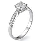 טבעת אירוסין 4 יהלומים משלושים חצי עגולים המעניקים מראה של יהלום 1 קרט, המשובצת ב 16 יהלומים במשקל כולל של כ-0.57 קרט בצבע F וניקיון VS2.