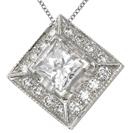 תליון יהלום המשובץ ב15-20 יהלומים המהווים כ- 0.18-0.22 קרט עם יהלום מרכזי בצורת פרינסס.