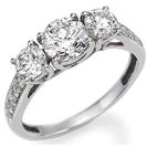 טבעת אירוסין 3 יהלומים המשובצת ב 8 יהלומים במשקל של כ- 0.12 קרט בצבע H וניקיון VS2.