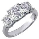 טבעת אירוסין שלושה יהלומים בחיתוך קושין.