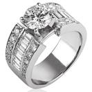 טבעת אירוסין המשובצת ב12 יהלומים בצורת בגט ו 20 יהלומים עגולים במשקל כולל של כ- 17.1 קרט בצבע G וניקיון VS2 טבעת זו היא רחבה ובעלת נוכחות שקשה לפספס
