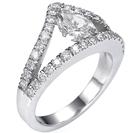 טבעת אירוסין המשובצת ביהלום טיפה מרחף בעיצוב ייחודי ובלעדי לברוורמן תכשיטים, הטבעת משובצת ב 34 יהלומים במשקל כולל של כ- 0.69 קרט בצבע G וניקיון VS2.