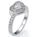 טבעת אירוסין לב משובצת ביהלום מרכזי לב במשקל של כ 0.31 קרט בצבע F וניקיון SI1 משובצת ב 34 יהלומים קטנים במשקל של כ 0.38 קרט בצבע F וניקיון SI1